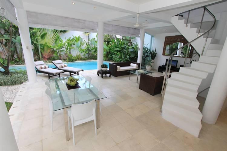 Day+shoot+living+and+dining+area+-+Villa+Merta+Sari