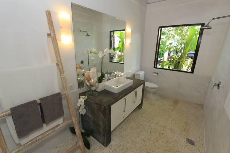 Studio+En+Suite+bathroom+-+Villa+Merta+Sari
